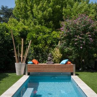 Imagen de piscina actual, pequeña, rectangular, con suelo de baldosas