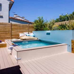 Inspiration pour une petit piscine sur une terrasse en bois hors-sol design sur mesure.
