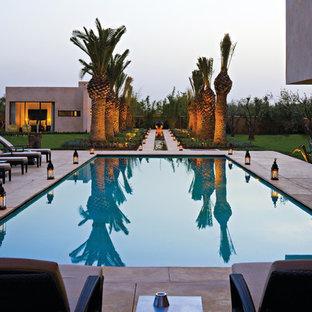 Idée de décoration pour une piscine méditerranéenne rectangle et de taille moyenne.