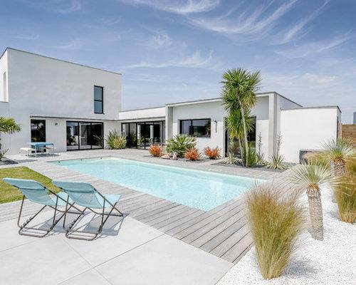 Exemple dune piscine sur une terrasse en bois moderne de taille moyenne et rectangle