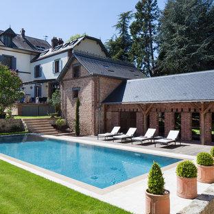 Idée de décoration pour une piscine arrière champêtre de taille moyenne et rectangle.