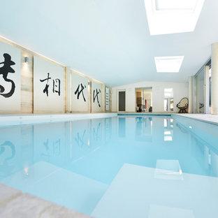Cette photo montre une piscine intérieure asiatique rectangle.