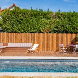 Inspiration pour une piscine sur une terrasse en bois design rectangle.