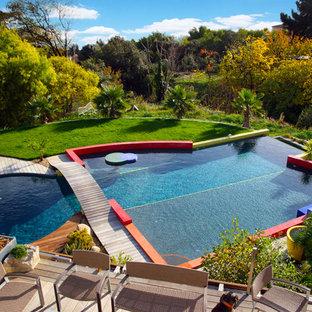 Réalisation d'une piscine sur une terrasse en bois design sur mesure.