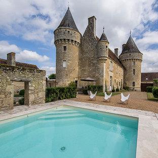 Aménagement d'une piscine romantique.