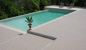 Plage de piscine sublimée par Résineo