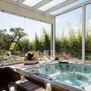 Ejemplo de piscinas y jacuzzis clásicos renovados, grandes, rectangulares y interiores, con suelo de baldosas