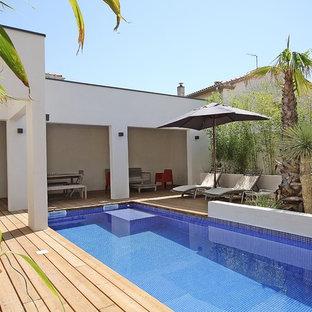 Inspiration pour une piscine arrière méditerranéenne de taille moyenne et rectangle.