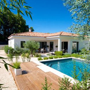 Idée de décoration pour un couloir de nage arrière méditerranéen de taille moyenne et rectangle.