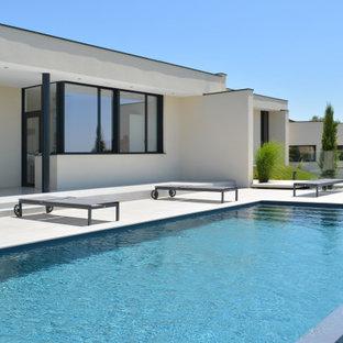 Réalisation d'une piscine minimaliste.