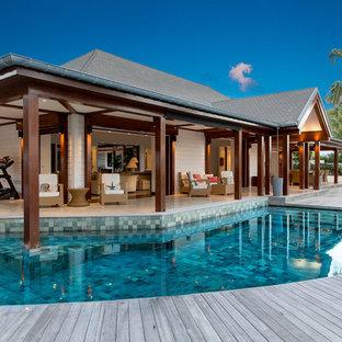 Cette photo montre une piscine exotique.
