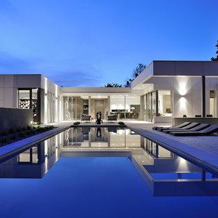 Idées déco pour une grand piscine sur une terrasse en bois arrière contemporaine rectangle.