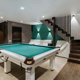 Новые идеи обустройства дома: подвал в современном стиле с наружными окнами и зелеными стенами без камина