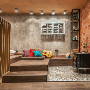 Идея дизайна: маленький подвал в стиле фьюжн с наружными окнами, серыми стенами, полом из винила и печью-буржуйкой