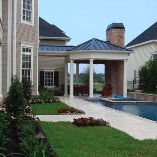 Diseño de piscinas y jacuzzis clásicos, rectangulares, en patio lateral
