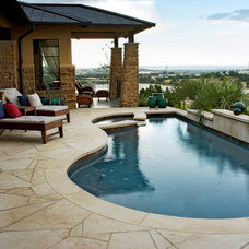 Contemporary Pool by Canyon Creek Homes, LP