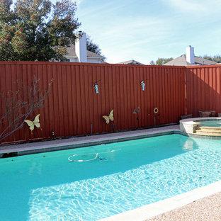 Imagen de piscinas y jacuzzis tradicionales, rectangulares, en patio trasero, con adoquines de hormigón