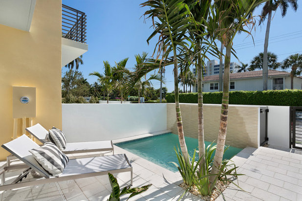 Contemporary Swimming Pool by Pascal Liguori & Son