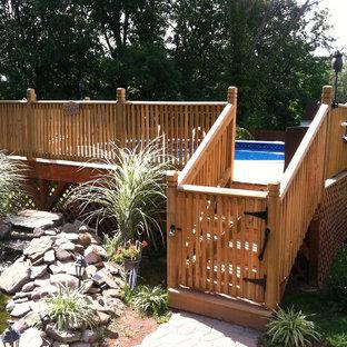 Ejemplo de piscina elevada, tradicional, pequeña, en patio trasero