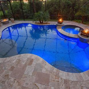 Imagen de piscinas y jacuzzis minimalistas, pequeños, a medida y interiores, con suelo de baldosas
