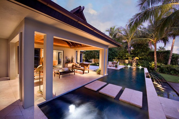 Tropical Pool by Kukk Architecture & Design P.A.