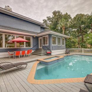 Idee per una piscina naturale stile marino personalizzata di medie dimensioni e nel cortile laterale con pedane