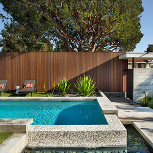 Inspiration for a 1950s rectangular pool remodel in Los Angeles