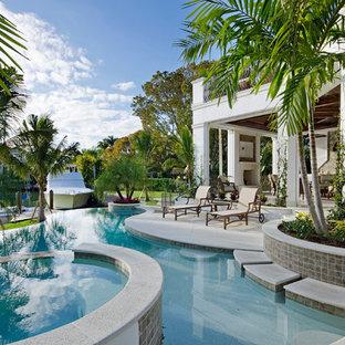 Imagen de piscina infinita, exótica, a medida, en patio trasero