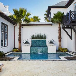 Tropisches Pool im Innehof in individueller Form mit Wasserspiel in Sonstige