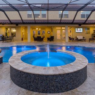 Imagen de piscinas y jacuzzis mediterráneos, extra grandes, interiores y a medida, con adoquines de piedra natural