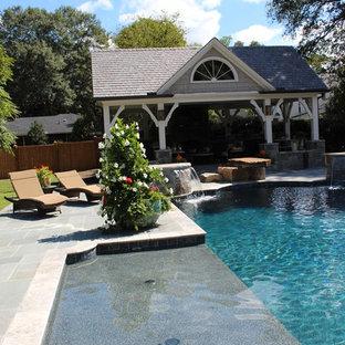 Foto de casa de la piscina y piscina clásica, grande, rectangular, en patio trasero