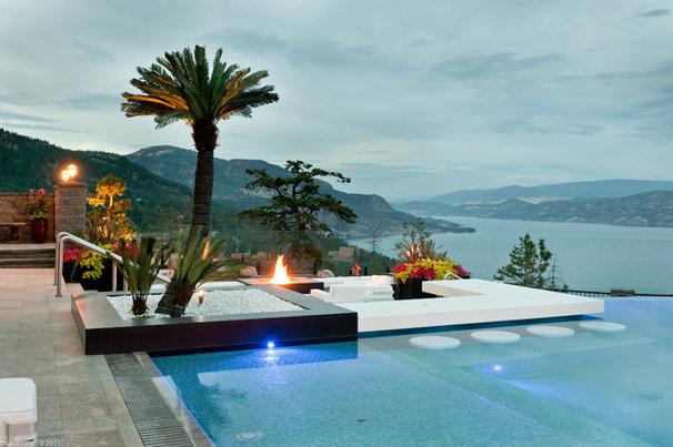 Tropical Pool by Okanagan Dream Builders Ltd.