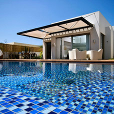 Modern Pool by Moshi Gitelis - Photographer