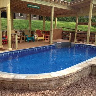 Foto de piscina actual, pequeña, redondeada, en patio trasero, con gravilla