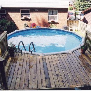 Foto di una piscina fuori terra chic rotonda dietro casa e di medie dimensioni con pedane