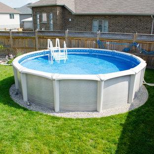 Ejemplo de piscina elevada, clásica, de tamaño medio, redondeada, en patio trasero