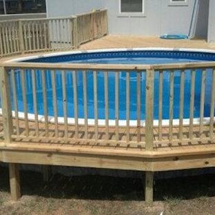 Immagine di una piccola piscina fuori terra rotonda dietro casa con cemento stampato