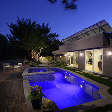 Modern Pool by KDL Architects
