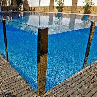 Diseño de casa de la piscina y piscina elevada, extra grande, rectangular, en patio delantero
