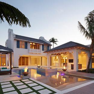 Ejemplo de piscina exótica con entablado