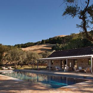 サンフランシスコの長方形カントリー風おしゃれなプールの写真