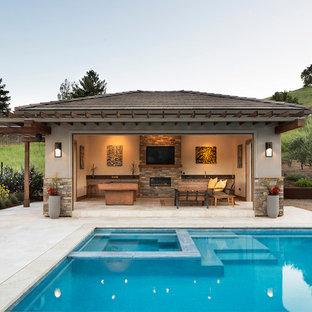 Ejemplo de casa de la piscina y piscina tradicional renovada, grande, rectangular, en patio trasero