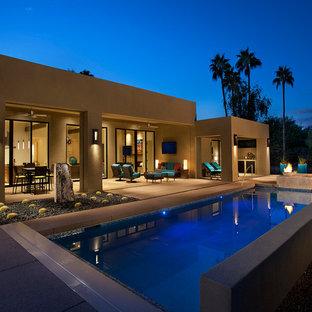 Стильный дизайн: прямоугольный бассейн в стиле фьюжн - последний тренд