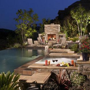 Свежая идея для дизайна: бассейн-инфинити в классическом стиле - отличное фото интерьера