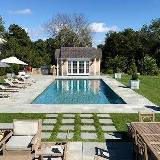 Foto de casa de la piscina y piscina marinera, rectangular, en patio trasero