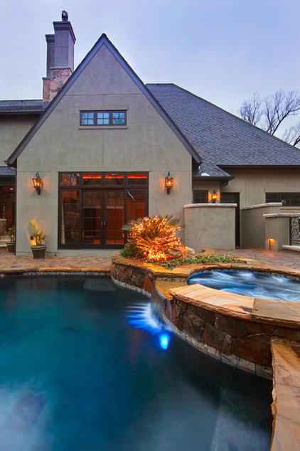 Traditional Pool by Falling Water Custom Pools, Inc.
