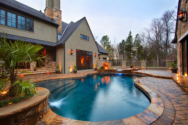Traditional Pool by Falling Water Custom Pools, Inc.