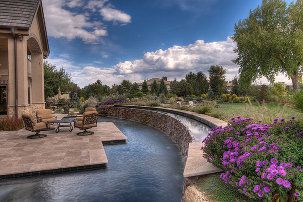 Traditional Pool by MARPA DESIGN STUDIO