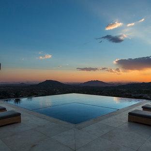 Ejemplo de piscinas y jacuzzis infinitos, de estilo americano, rectangulares, en patio trasero