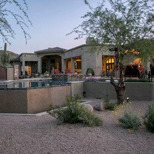 Diseño de piscinas y jacuzzis naturales, de estilo americano, grandes, a medida, en patio trasero, con adoquines de hormigón